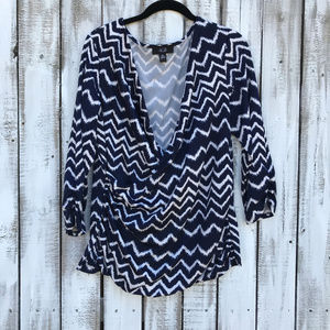3/$20 AGB Black & White Geo zigzag prt low neck